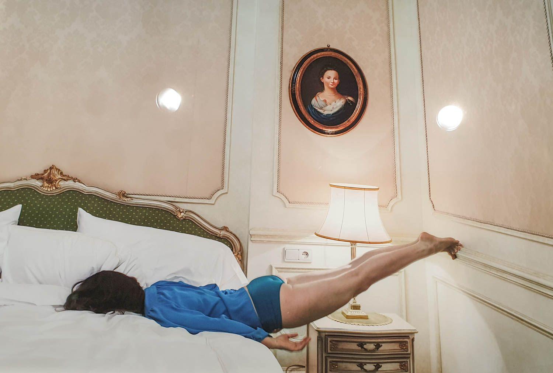 Anja Niemen In Character pysäyttää hauskalla tavalla. Näyttely avoinna 15.9. saakka.
