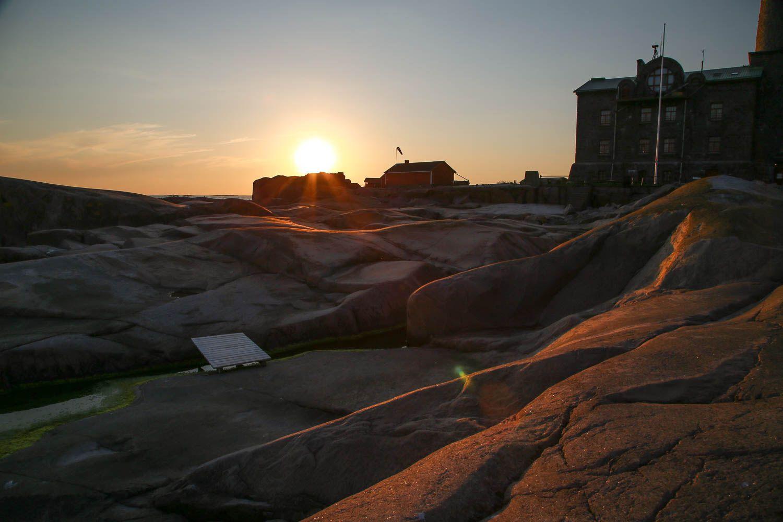 Auringonlasku Bengtskärin majakalla. Kuva: Sanna Wallenius, https://walleni.us/